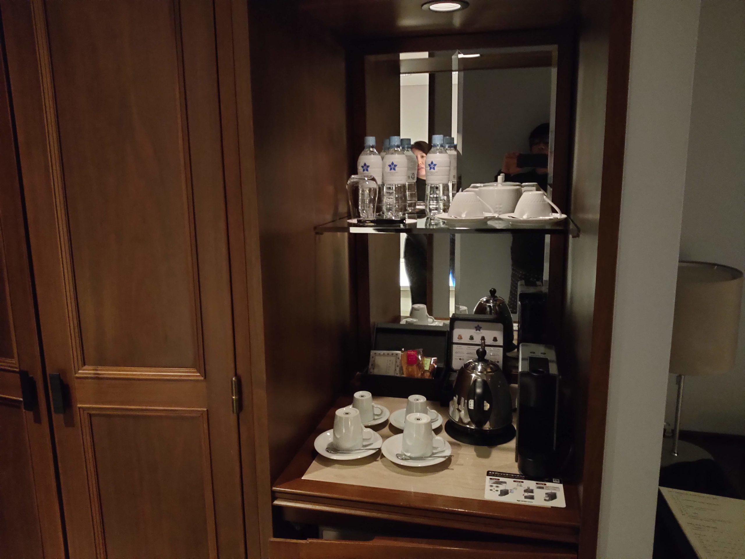 室内のカップ