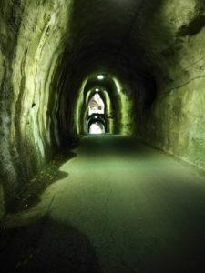 神秘なトンネル