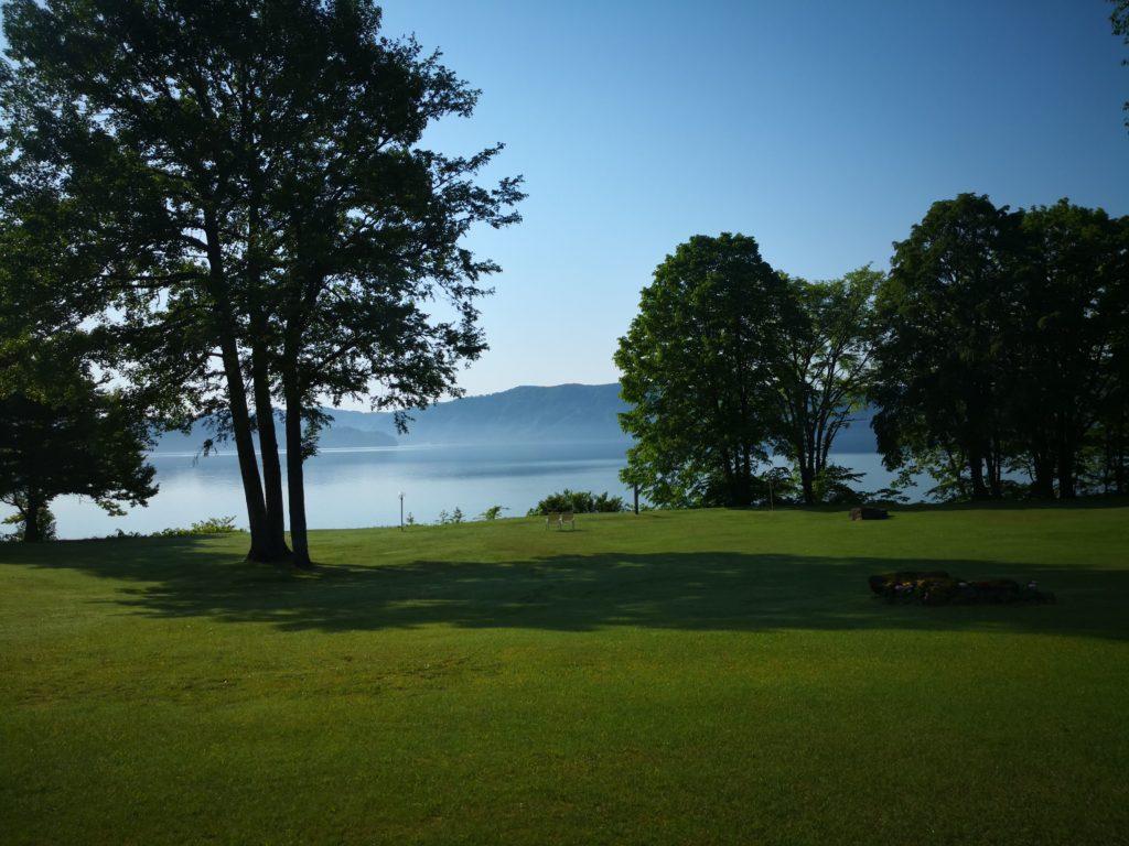 朝靄の十和田湖