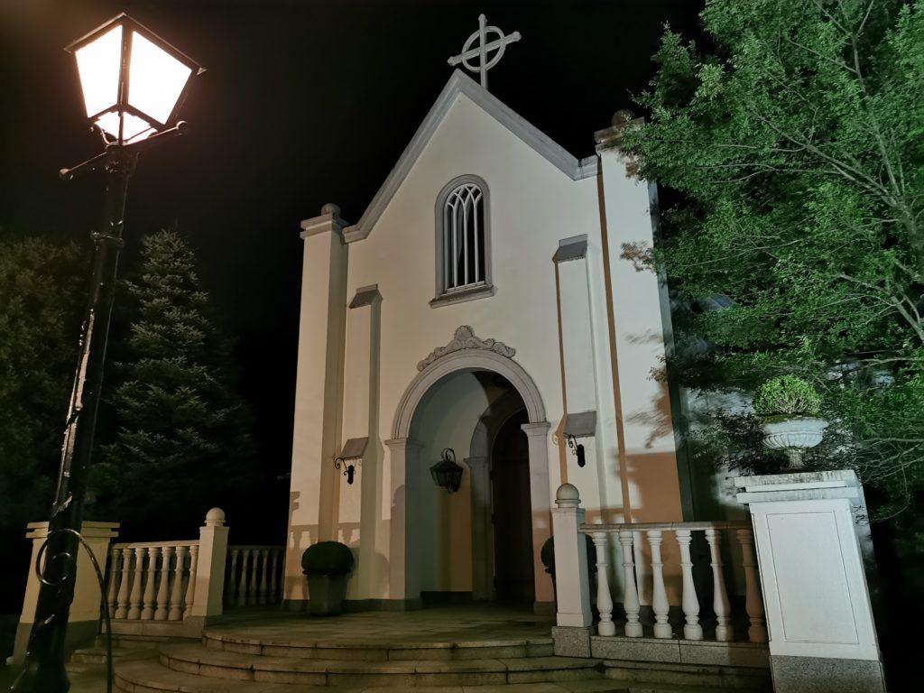 ライトアップした教会