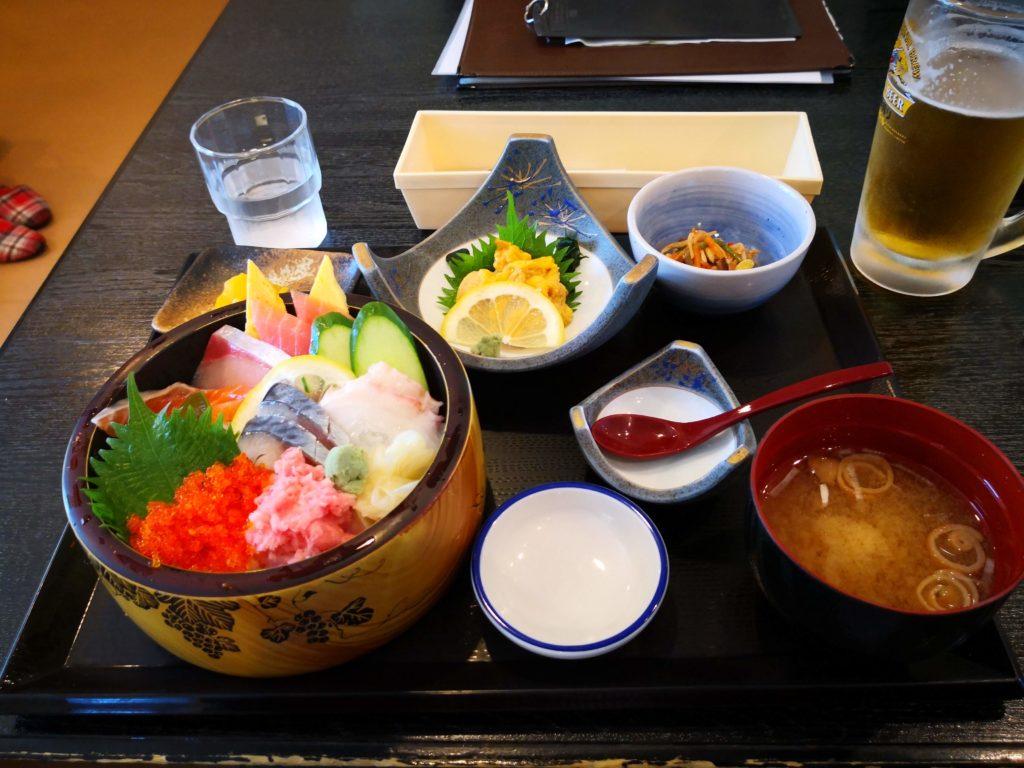 海鮮丼と生ウニ