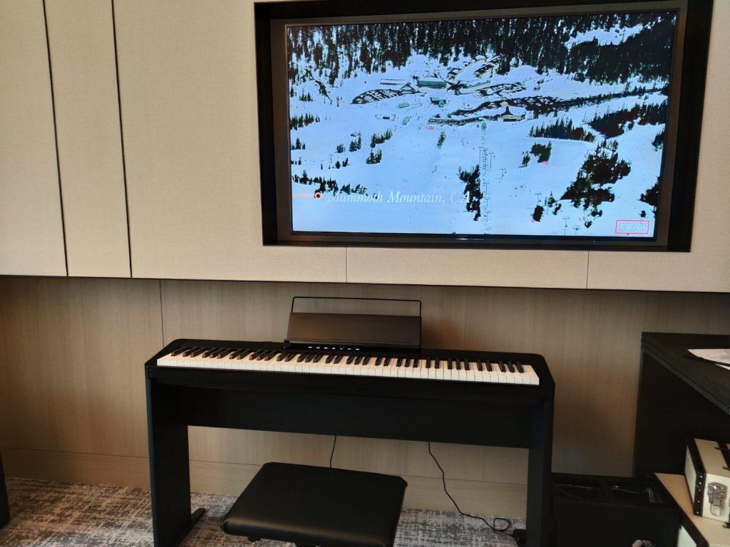 ピアノとテレビ