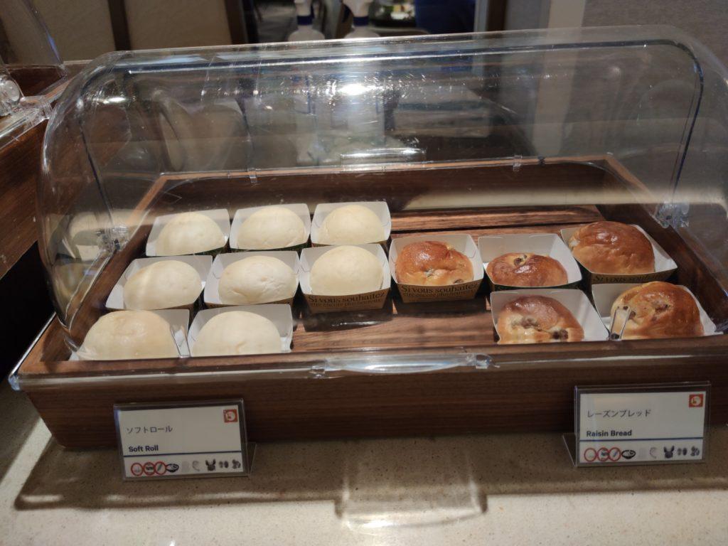 朝食のパン1