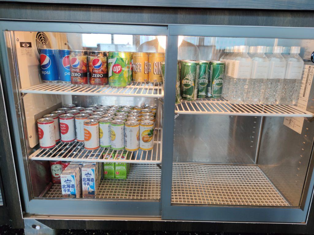 ラウンジの冷蔵庫