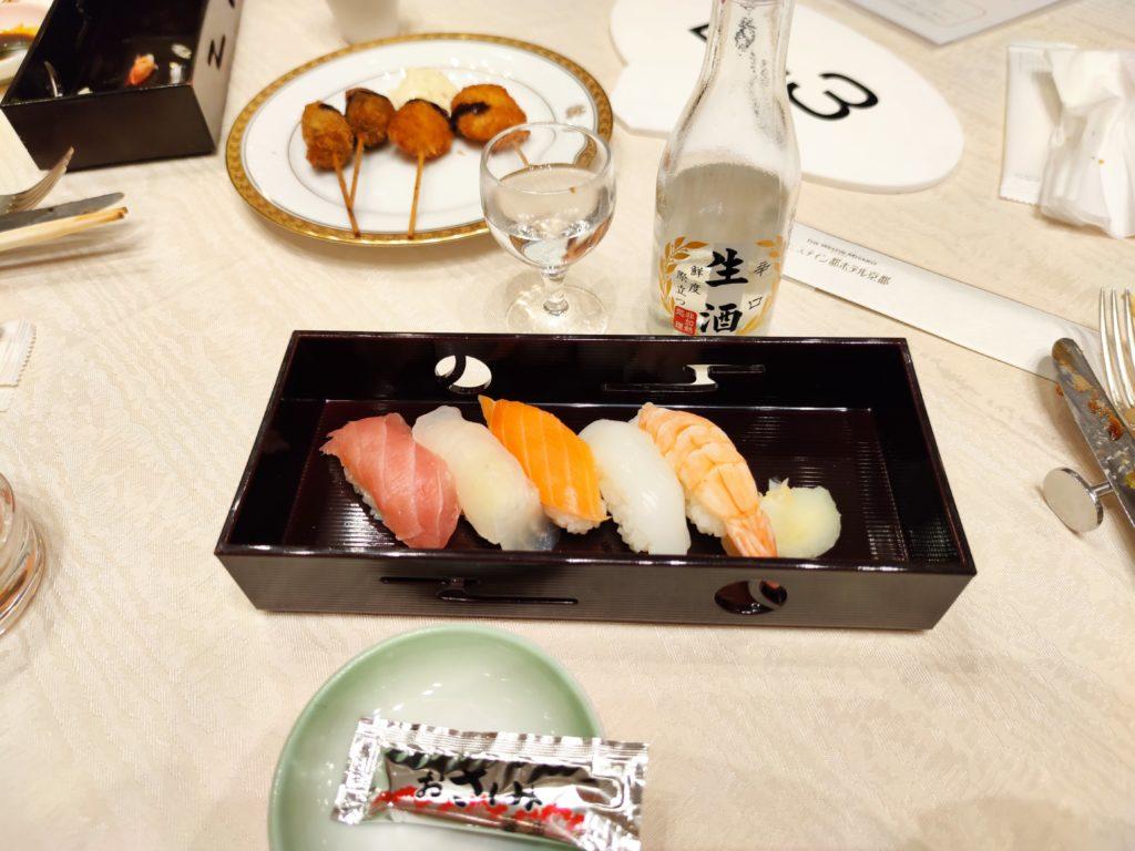 お寿司と日本酒