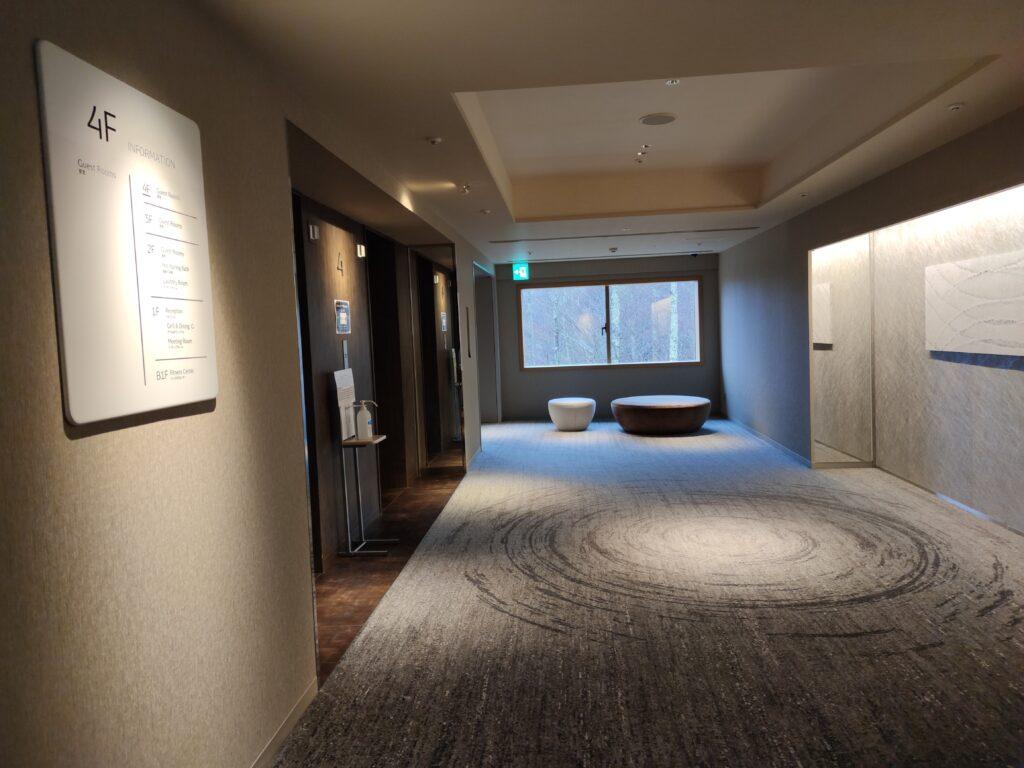 4階のエレベータホール