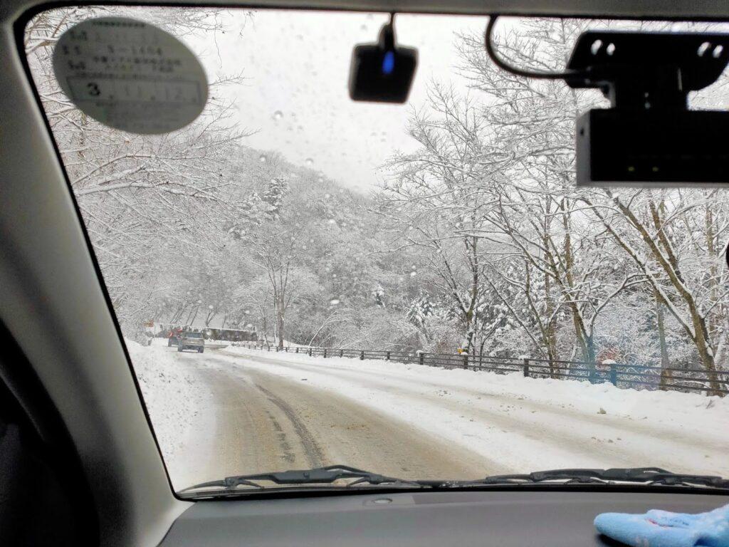 雪の峠道2