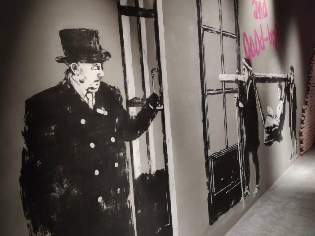 通路の壁絵