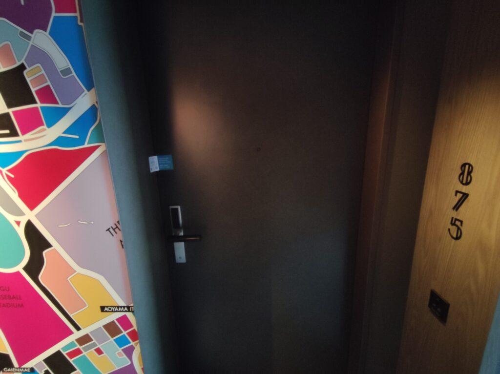 お部屋の扉