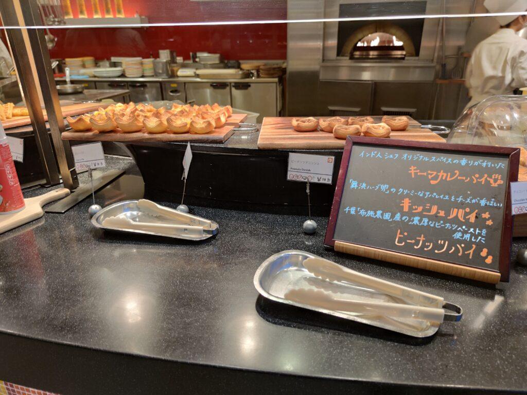パンのブッフェ台
