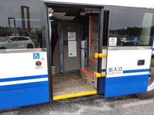 バス出入口