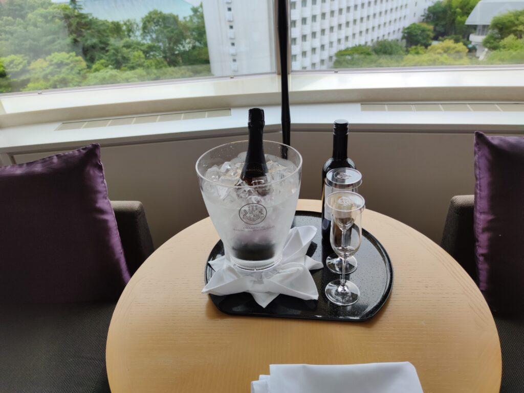 スパークリングワインと赤ワイン