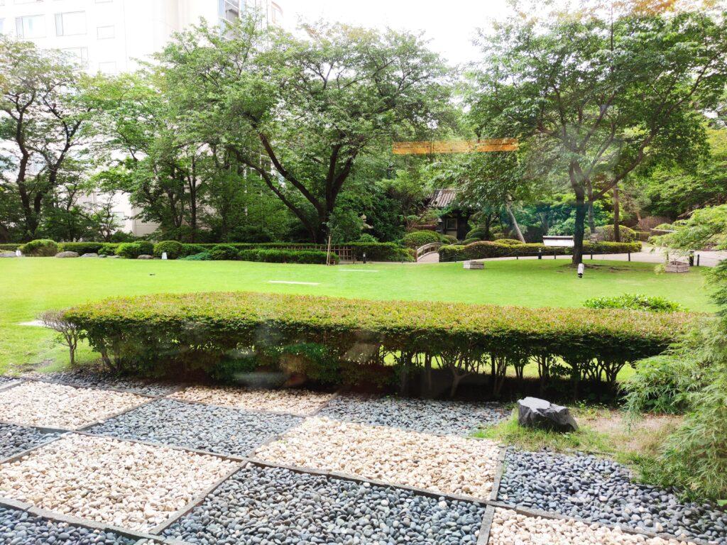 庭園が見える席