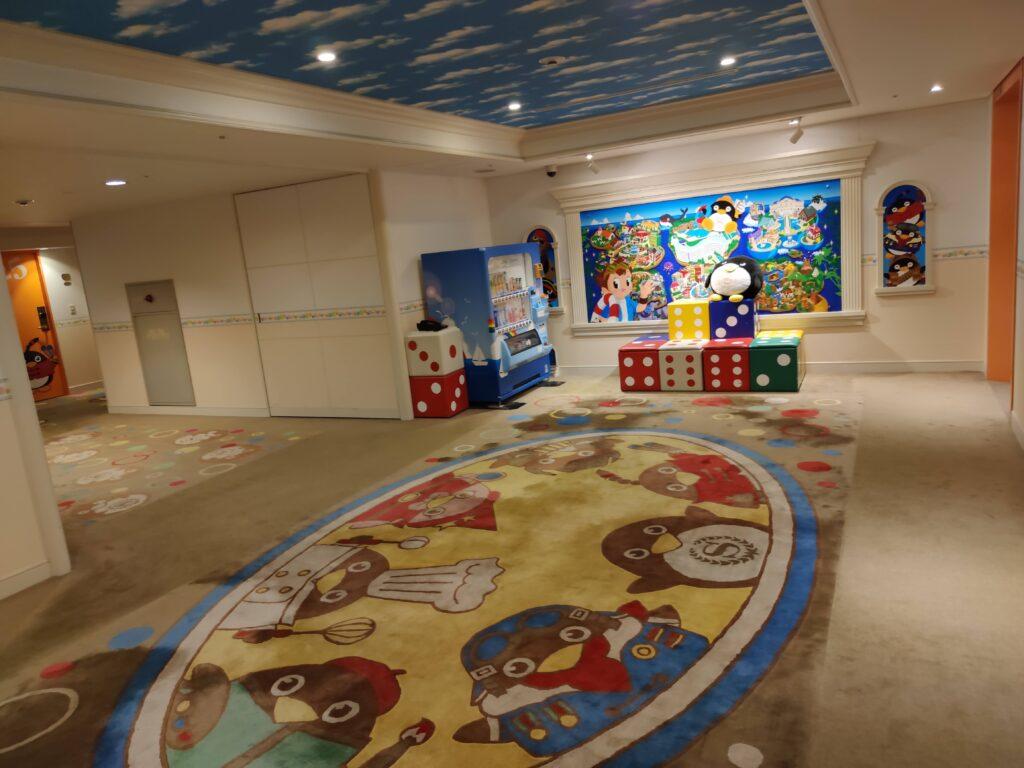 8階エレベータホール