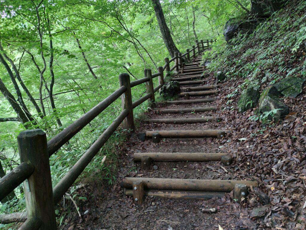 裏見の滝に向かう階段
