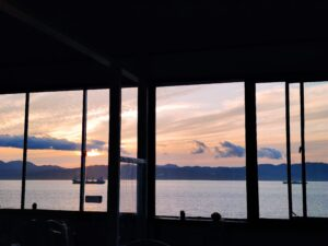 夕日が綺麗なカフェ