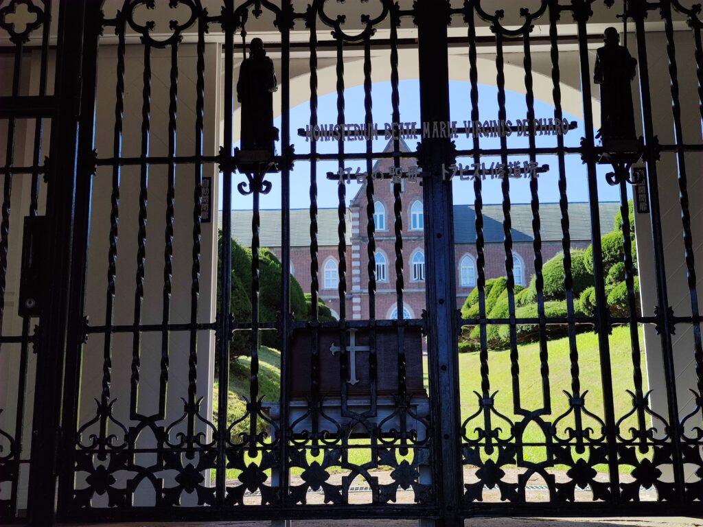トラピスト修道院の門