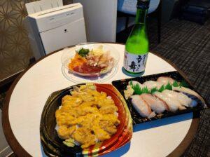お手製うに丼と海鮮の夕食