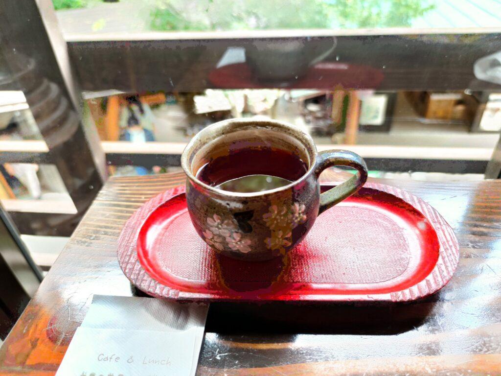 益子焼のカップでいただく紅茶