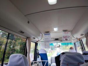 送迎バス車内